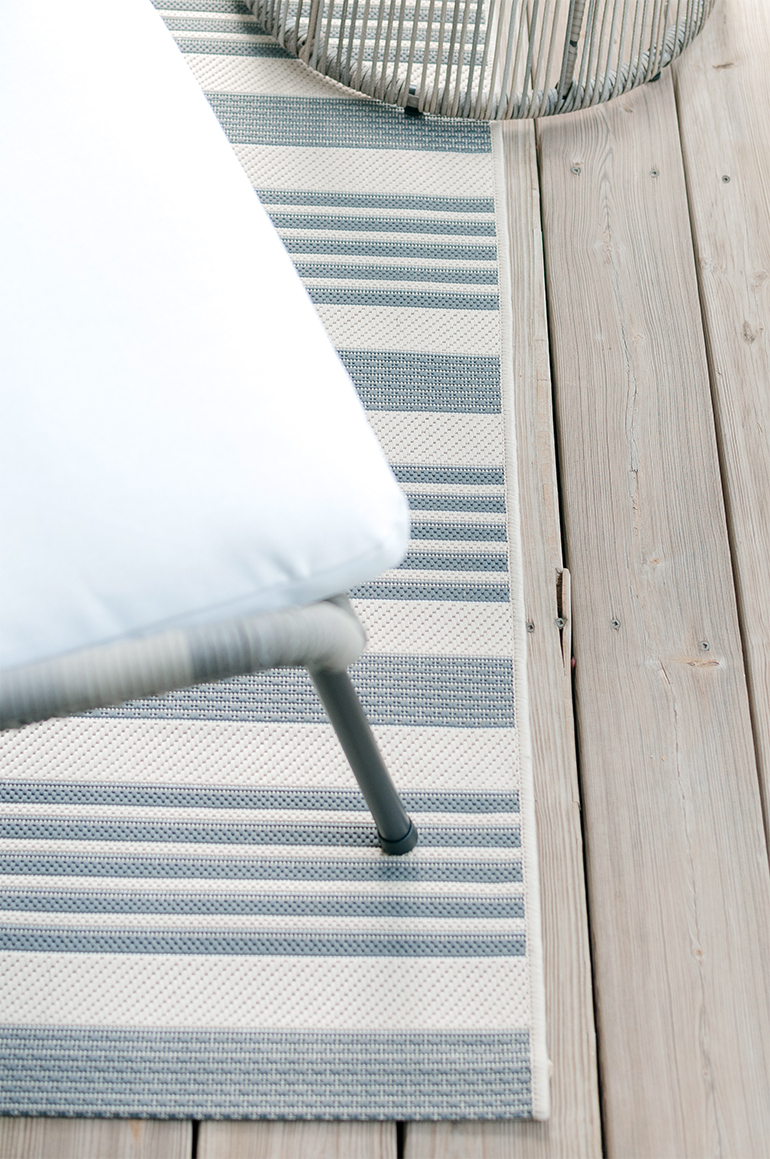 grey and bone striped indoor/outdoor rug runner by Safavieh Courtyard Collection