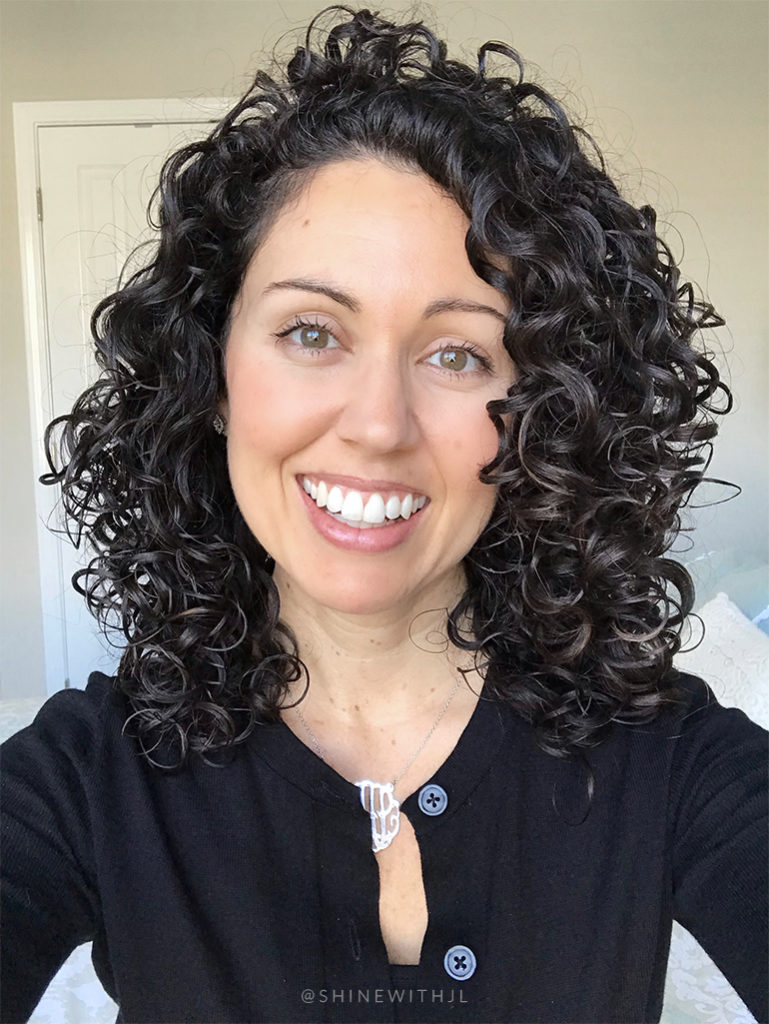 layered naturally curly hairstyle shinewithjl