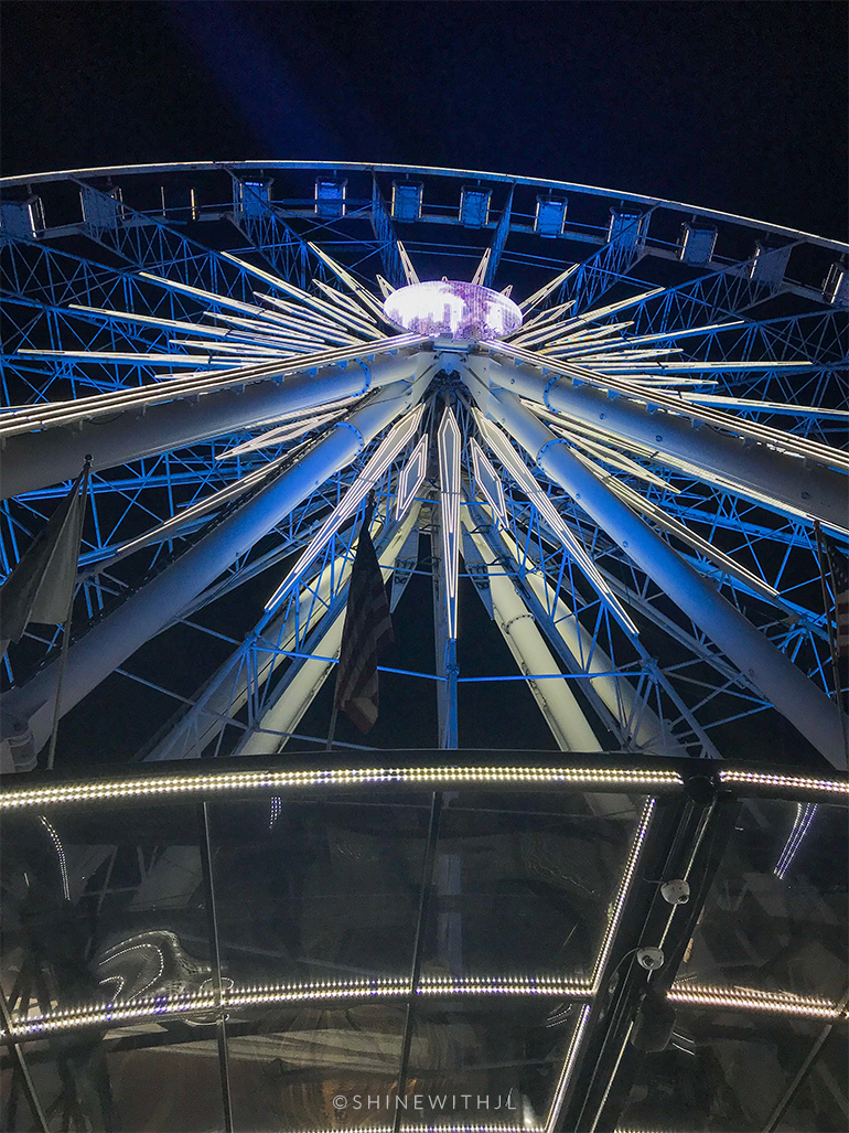 ferris wheel lit blue at night skyview atlanta
