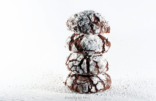gluten free chocolate crackle cookies with confectioners sugar
