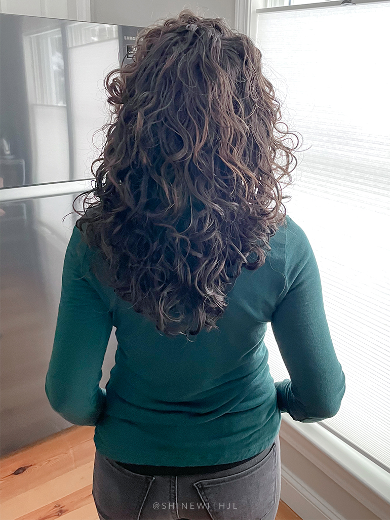 curly-hairstyle-with-layers-highlights-back-of-head
